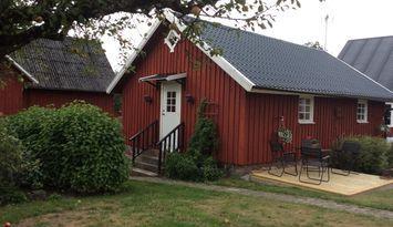 Kvinnestad, i Vårgårda, vid vandringsled o bad.