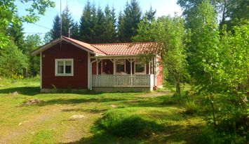 Red Cottage close to the lake incl. Wi-Fi and boat