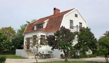 Vackert hus i centrala Visby med stor trädgård