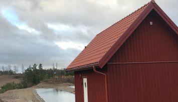 Nybyggd stuga i två plan uthyres