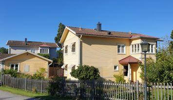Rymlig villa i skärgårdsmiljö på Dalarö