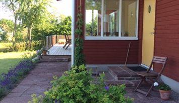 Modern stuga i charmig by nära Borgholm