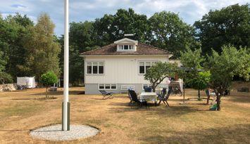 Ljust och fräscht sommarhus på underbara Aspö