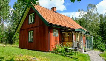 Hus mitt i naturen för året- runt- boende