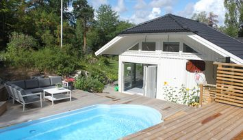 Modern house with pool close to Stockholm