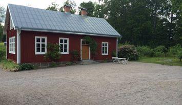 Lovely chalet, next to lake Åsnen.