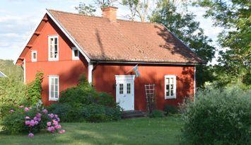 Stuga på lantgård i Ydre Östergötland