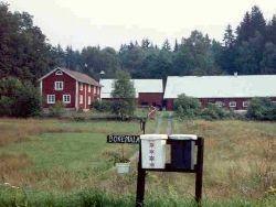 Idyllisk Sommargård vid sjö och underbar natur