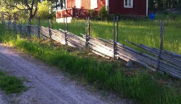 Röd stuga i Småland m tillgång till brygga och båt