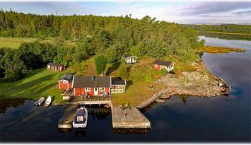 Waterfront 6+2 beds (3 houses) 20.000 SEK