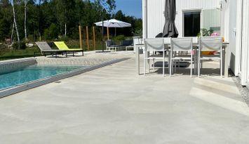 Villa med 13 bäddar och uppvärmd pool i Gnisvärd!