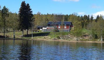Toppläge vid sjö i Hälsingland