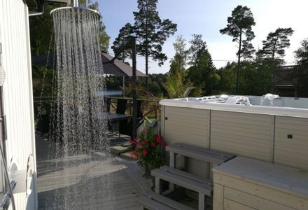 New house with large terass pool and Jacuzzi! - 6 + 2 bedden in Blidö, Stockholm - Stockholms län