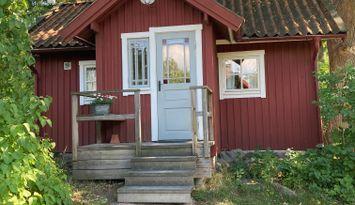 Nyrenoverad stuga på Gäddeholm, Västerås.