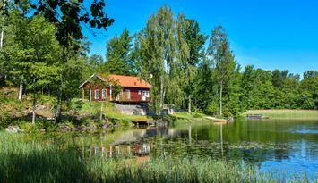 Modern stuga, sjötomt, egen badplats, bastu, fiske