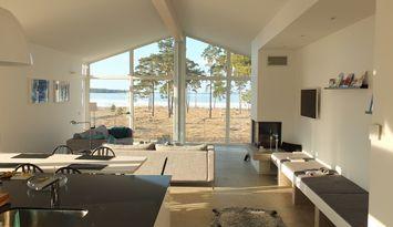 Havsnära arkitektritad villa