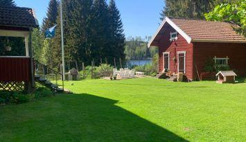 Idyllic cabin by the lake