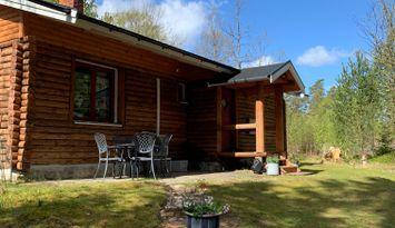 Trevligt timmerhus nära sjö och skog i Vittsjö