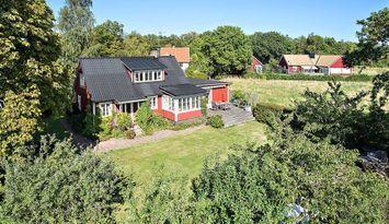 Charmigt hus nära Skäret och Arild