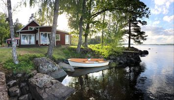 Ulfsnäs- House at lake plot with own beach