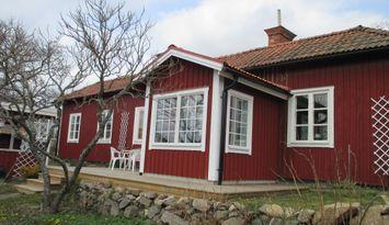 Trevligt enplanshus 70 m2 f.d. smedja i Hycklinge