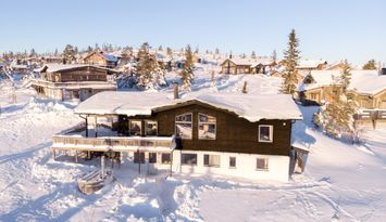 Modern Ski-in Fjällstuga i Storhogna