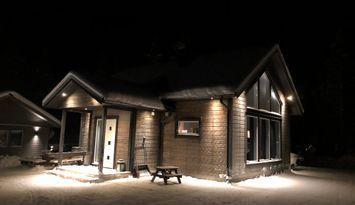 Nybyggd stuga i skidorten Kåbdalis