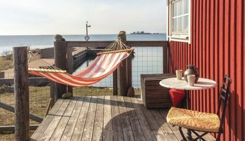 Sjöbod direkt vid Kalmarsund