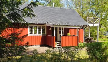 Cottage by the lake: outside Halmstad