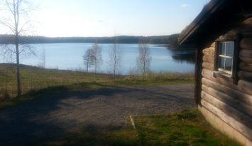 Timmerstuga vid sjön Östra Silen