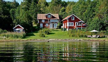 Sommarhus med egen strand, brygga och båt