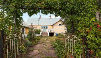 Kustnära hus på lantgård - östra Öland