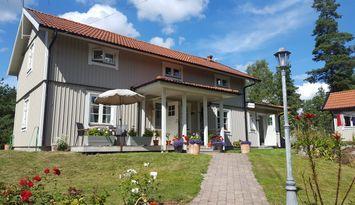 Stor insynskyddad villa nära Åkersberga