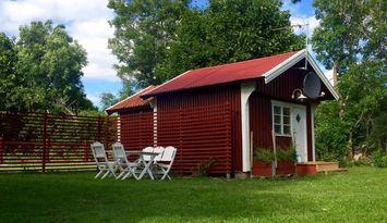Fin helrenoverad stuga på mellersta Öland
