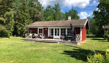 Sommarstuga mitt på Gräsös östra sida