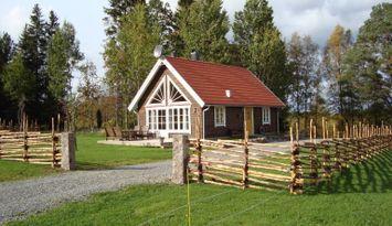 Timmerhus i skogsgläntan