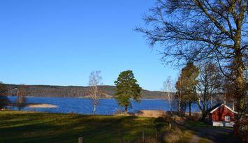 Sjöstuga + friggebod 20 meter till sjön Lygnern