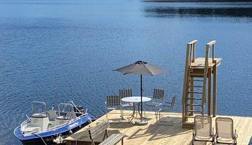 Hus vid sjön i Hoting