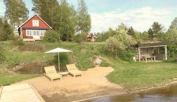Ferienhaus mit eigenem Strand und  45min von Sthlm