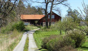 Skärgårdsidyll på Östra Lagnö med bilaccess