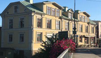 Hemtrevligt boende i ett av Härnösands äldsta hus