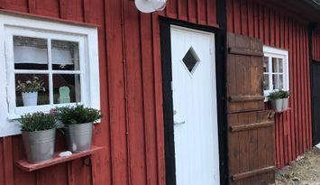 Charmigt boende i renoverad lada i Böda, Öland.