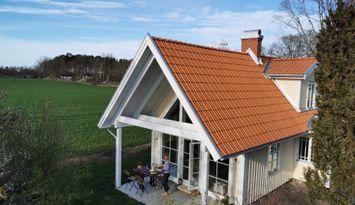 Underbar nybyggd stuga i kustnära Bergkvara