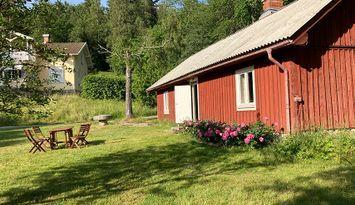 Lantligt gårdsannex på Lilla Halängen