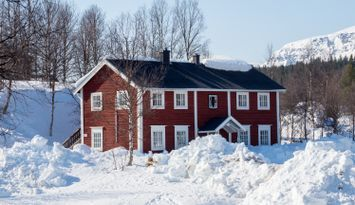 Loghouse with four apartments in Bruksvallarna.