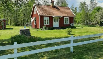 "Little red cottage in middle of ""Land of Glass"""