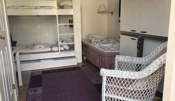Gästhus med pentry vid Frösakull strand