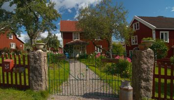 Bullerbyn - Mellangården - Astrid Lindgrens family