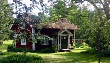 Gammal gård i Sörmlands skogsbygd