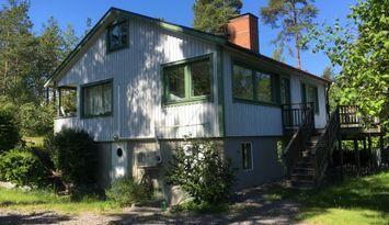 Hus med sjöutsikt på Älgö